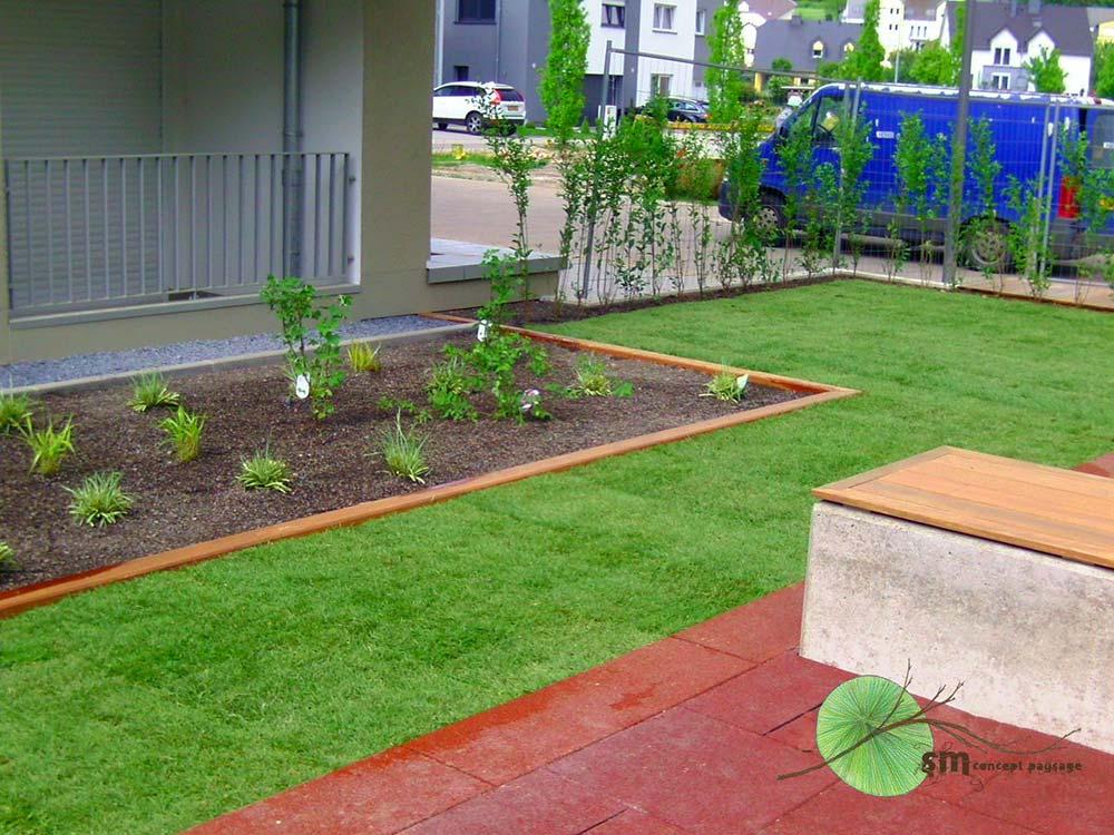 Travaux de végétalisation d'une aire de jeux entre deux résidences pour le compte de LUXTP S.A.
